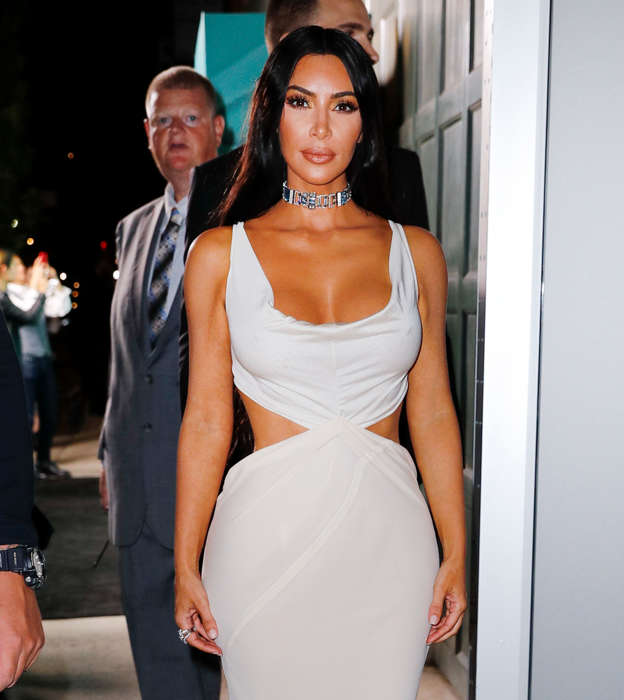 0c5a747d0dd Kim Kardashian Beefs Up Security as She Steps Out Dripping in ...