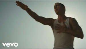 Music video by Eminem performing Love The Way You Lie. © 2010 Aftermath Records #VEVOCertified on September 13, 2011. http://www.vevo.com/certified http://www.youtube.com/vevocertified  http://www.vevo.com/watch/USUV71001543?utm_source=youtube&utm_medium=description&utm_campaign=ytd