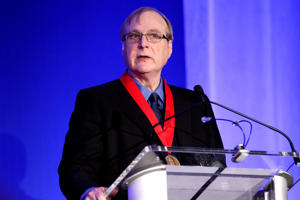 NEW YORK, NY - OCTOBER 15:  Medalist Paul Allen accepts award at the 2015 Carnegie Medal Of Philanthropy Award Ceremony at New York Public Library on October 15, 2015 in New York City.  (Photo by Steve Mack/Getty Images)