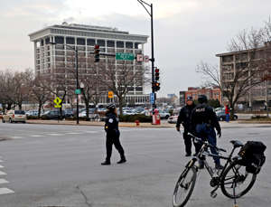 Police stand near Mercy Hospital on Monday, Nov. 19, 2018 after multiple people were reported shot on the Near South Side. (Zbigniew Bzdak/Chicago Tribune/TNS via Getty Images)