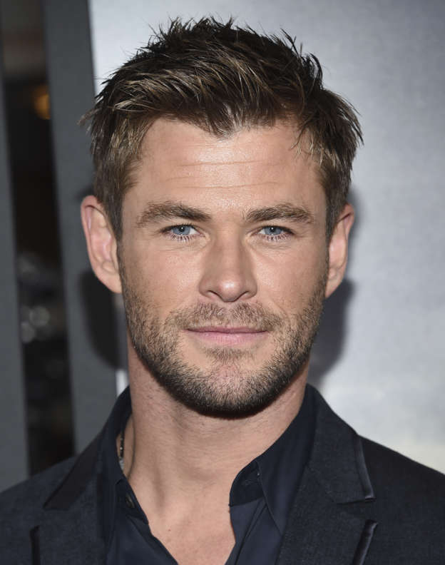 He marched straight past him!  Chris Hemsworth  was snubbed TWICE by ... 6099247dec639