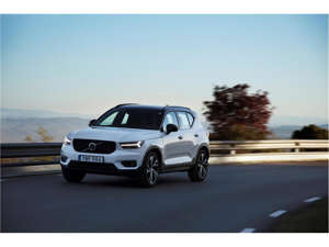 a car driving on a road: 2019 Volvo XC40