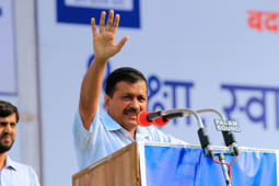 Kejriwal flies to Dubai as air quality plummets