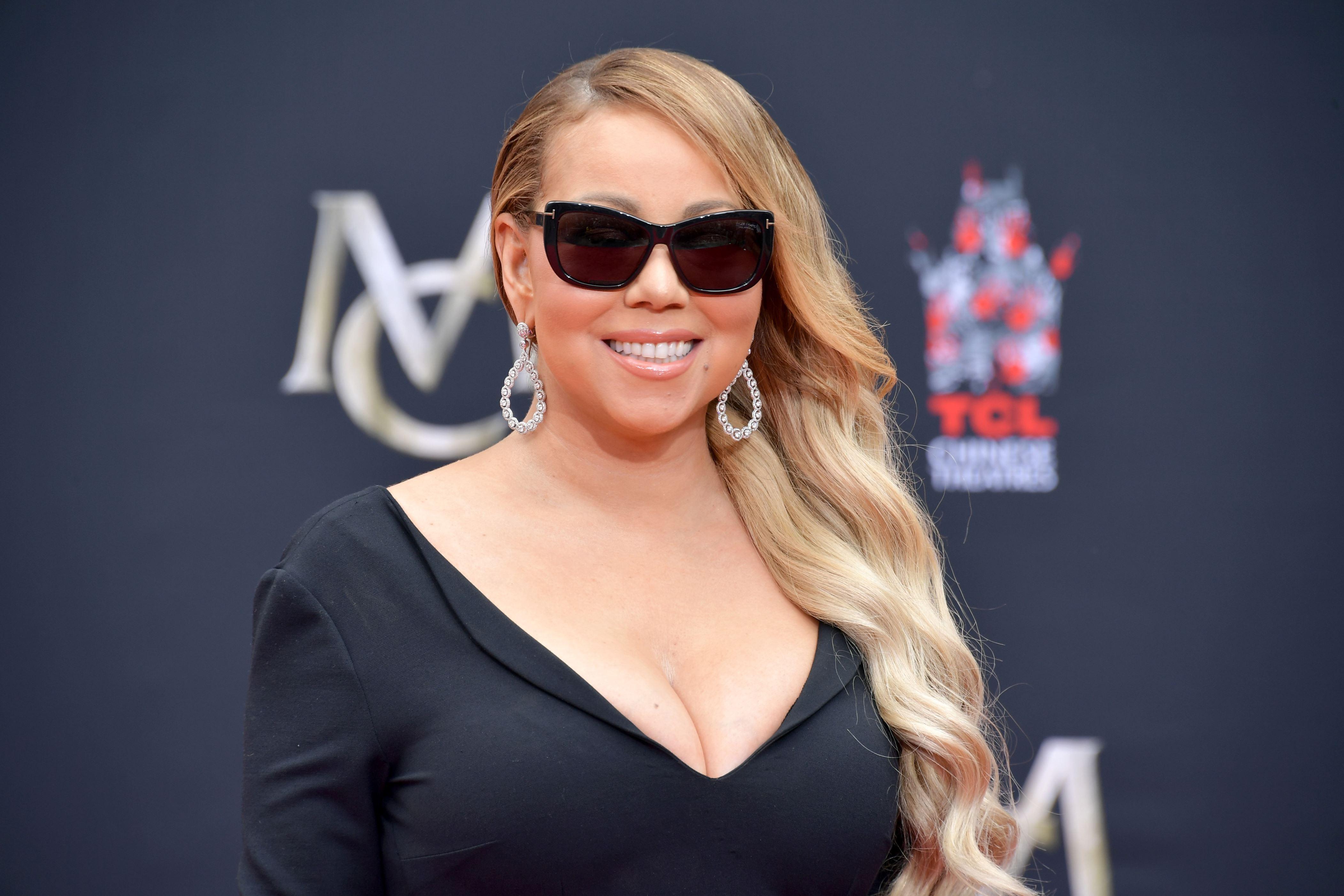 Mariah Carey Cleavage naked 665