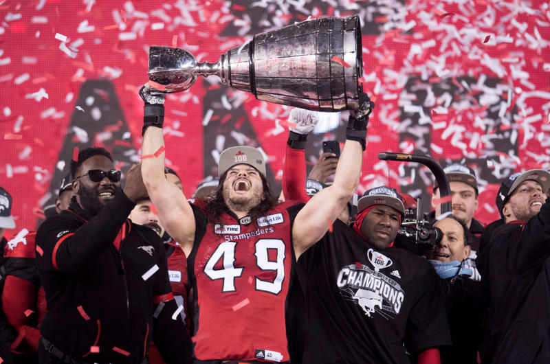 Stampeders linebacker Alex Singleton (49) hoists the Grey Cup after defeating the Ottawa Redblacks at the 106th Grey Cup.