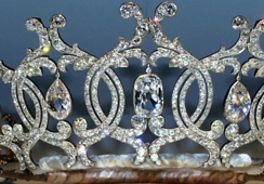 Take a look at these thieves in the UK stealing a diamond tiara dating back to the 19th century