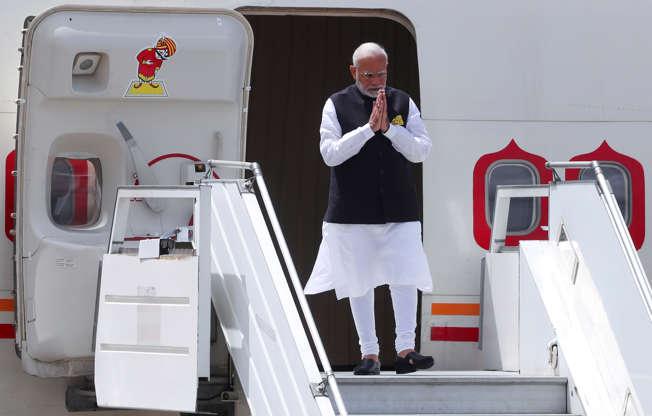 Diapositiva 49 de 55: India's Prime Minister Narenda Modi arrives ahead of the G20 leaders summit in Buenos Aires, Argentina November 29, 2018.