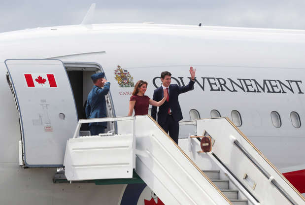 Diapositiva 53 de 55: Canada's Prime Minister Justin Trudeau and his spouse Sophie Gregoire Trudeau arrive ahead of the G20 leaders summit in Buenos Aires, Argentina November 29, 2018.