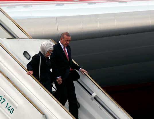 Diapositiva 50 de 55: Turkey's President Tayyip Erdogan and his wife Emine Erdogan arrive ahead of the G20 leaders summit in Buenos Aires, Argentina November 29, 2018.