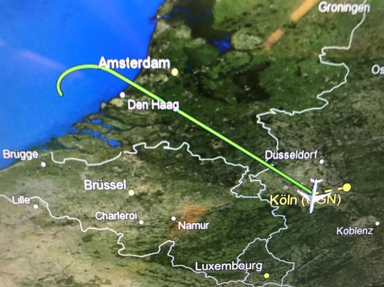 """Diapositiva 44 de 55: A picture shows the flight path of the Airbus A340 government aircraft carrying Chancellor Angela Merkel and the German delegation to the G20 summit in Buenos Aires which was forced to land shortly after taking off from Berlin at the Cologne-Bonn airport, Germany, November 29, 2018. The captain told passengers aboard the plane he decided to switch aircraft at the Cologne-Bonn airport in northwestern Germany after the """"malfunction of several electronic systems"""", but said there had been no security risk.     REUTERS/Andreas Rinke"""