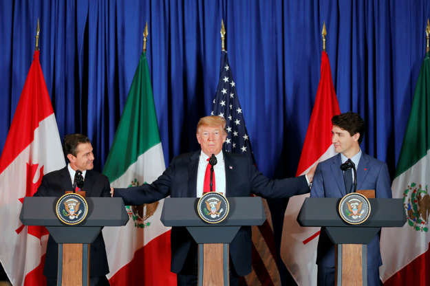Diapositiva 24 de 55: U.S. President Donald Trump, Mexico's President Enrique Pena Nieto and Canada's Prime Minister Justin Trudeau attend the USMCA signing ceremony before the G20 leaders summit in Buenos Aires, Argentina November 30, 2018.