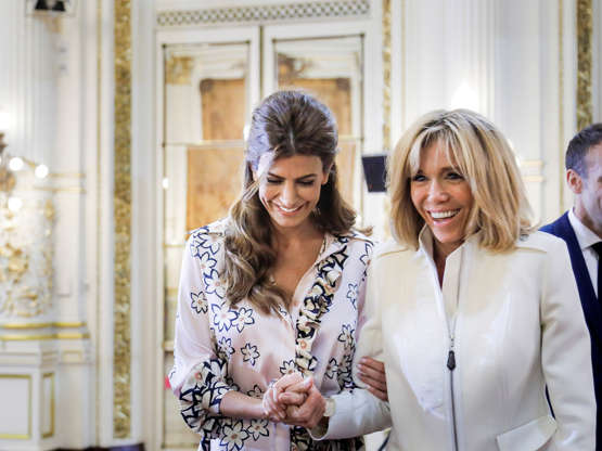 Diapositiva 29 de 55: Argentinian President Mauricio Macri's wife Juliana Awada and French President Emmanuel Macron's wife Brigitte laugh during a ceremony at the Casa Rosada Presidential Palace ahead of the G20 leaders summit in Buenos Aires, Argentina November 29, 2018. Picture taken November 29, 2018.