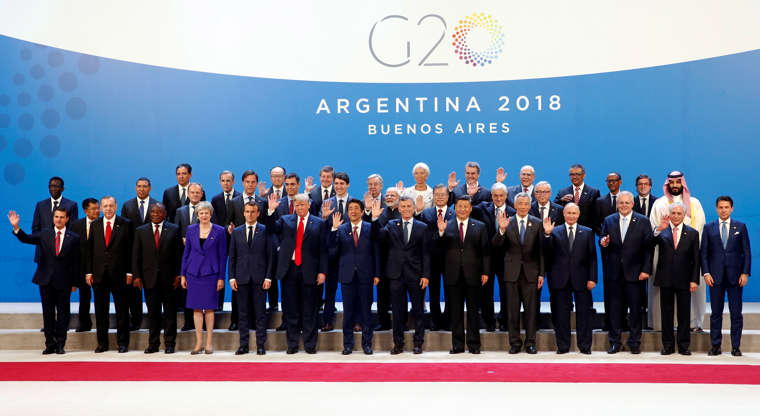 Diapositiva 3 de 55: G20 leaders pose for a family photo during the G20 summit in Buenos Aires, Argentina November 30, 2018.