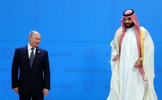 Diapositiva 7 de 55: Russia's President Vladimir Putin and Saudi Arabia's Crown Prince Mohammed bin Salman are seen during the G20 summit in Buenos Aires, Argentina November 30, 2018.