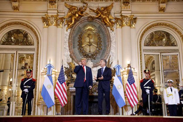 Diapositiva 27 de 55: U.S. President Donald Trump and Argentina's President Mauricio Macri meet before the G20 leaders summit in Buenos Aires, Argentina November 30, 2018.