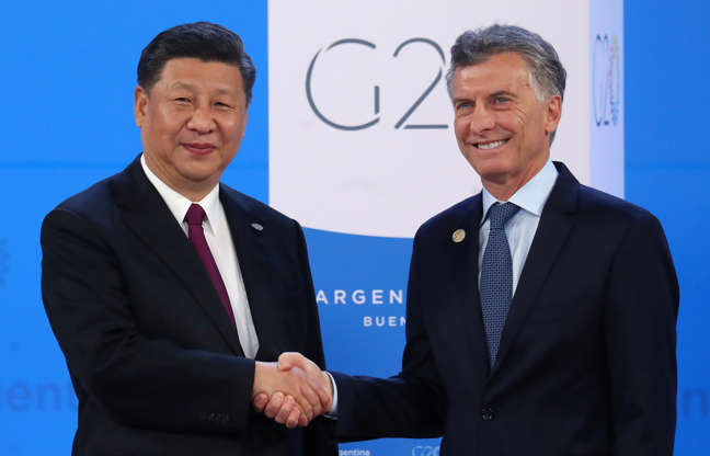 Diapositiva 15 de 55: Chinese President Xi Jinping is welcomed by Argentina's President Mauricio Macri as he arrives for the G20 leaders summit in Buenos Aires, Argentina November 30, 2018.