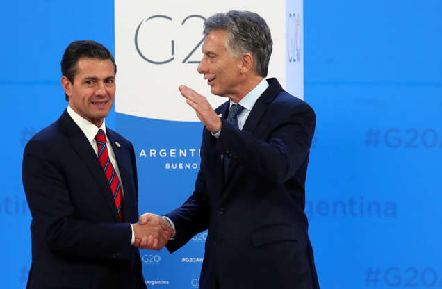 Diapositiva 11 de 55: Mexico's President Enrique Pena Nieto is welcomed by Argentina's President Mauricio Macri as he arrives for the G20 leaders summit in Buenos Aires, Argentina November 30, 2018.