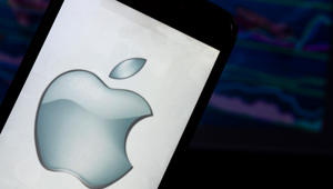 Cramer: Don't sell Apple just yet