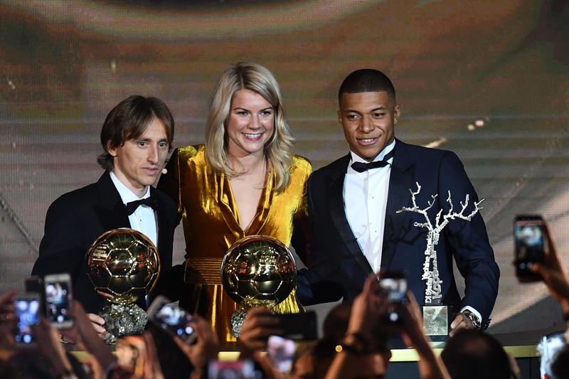 (FromL) 2018 FIFA Ballon d'Or awarded for best player of the year, Men's Ballon d'Or Real Madrid's Croatian midfielder Luka Modric, Women's Ballon d'Or Olympique Lyonnais' Norwegian forward Ada Hegerberg and Under-21 Ballon d'Or (Koppa trophy) Paris Saint-Germain's French forward Kylian Mbappe pose at the end of the 2018 FIFA Ballon d'Or award ceremony at the Grand Palais in Paris on December 3, 2018. - The winner of the 2018 Ballon d'Or will be revealed at a glittering ceremony in Paris on December 3 evening, with Croatia's Luka Modric and a host of French World Cup winners all hoping to finally end the 10-year duopoly of Cristiano Ronaldo and Lionel Messi. (Photo by FRANCK FIFE / AFP)        (Photo credit should read FRANCK FIFE/AFP/Getty Images)
