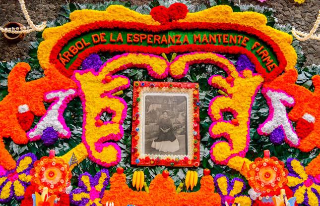 Slide 4 de 26: Em 2016, o México foi o oitavo destino turístico mais popular do mundo, atraindo 35 milhões de visitantes. Estes turistas não tiveram falta do que fazer, desde explorar as praias a conhecer as pirâmides dos povos que habitavam o colorido país, de culinária rica e de artistas como Frida Kahlo e Diego Rivera. No entanto, os governos canadense e americano recomendam que os viajantes evitem o Norte e o Oeste do país, mantendo-se vigilantes nas outras cidades devido aos altos índices de pequenos delitos. As estatísticas de crimes relacionados às disputas dos grandes carteis de drogas têm aumentado, segundo o Global Affairs Canada, e enquanto turistas geralmente não são vítimas, podem acabar surpreendidos no lugar errado e na hora errada.