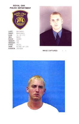Diapositiva 16 de 55: Marshall Mathers, III (también conocido como Eminem) fue arrestado dos veces en junio de 2000 por cargos de armas en Michigan.