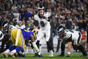 CAPTION: LOS ANGELES, CA - DECEMBER 16: Quarterback Nick Foles #9 of the Philadelphia Eagles motions during the second quarter against the Los Angeles Rams at Los Angeles Memorial Coliseum on December 16, 2018 in Los Angeles, California.