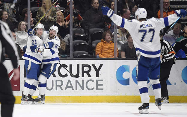 Lightning edge Ducks in OT to cap near-perfect month 981498be827