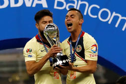 Soccer Football - Liga MX Final Second Leg - Cruz Azul v America, Azteca Stadium, Mexico City, Mexico- December 16, 2018   America's Oribe Peralta and Paul Aguilar celebrate with the trophy of the Liga MX   REUTERS/Henry Romero
