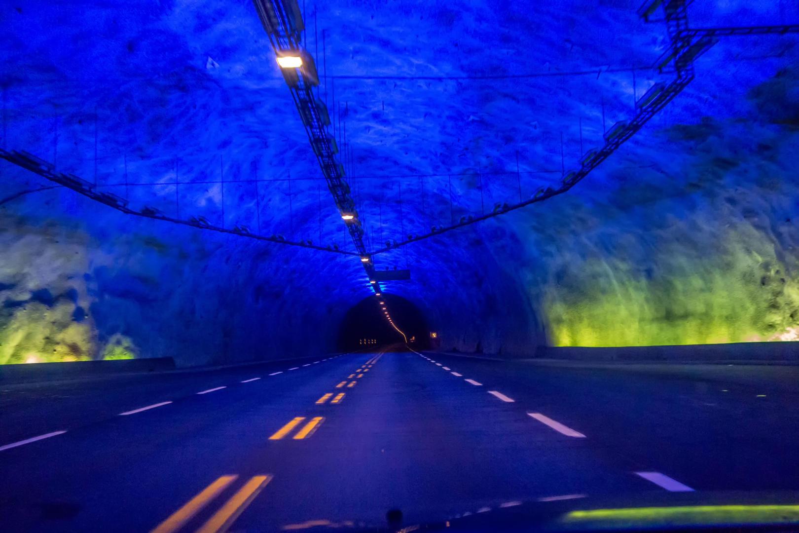 Terowongan Laerdalstunnelen, Norwegia (24,5 km)