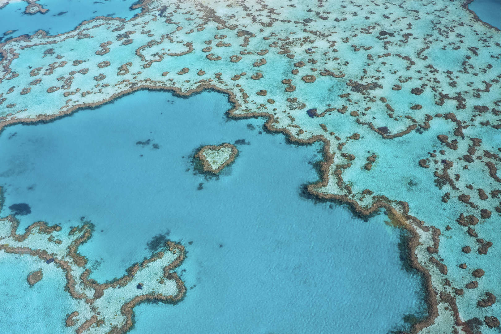 The Great Barrier Reef, Lepas Pantai Queensland, Australia (2.027 km)