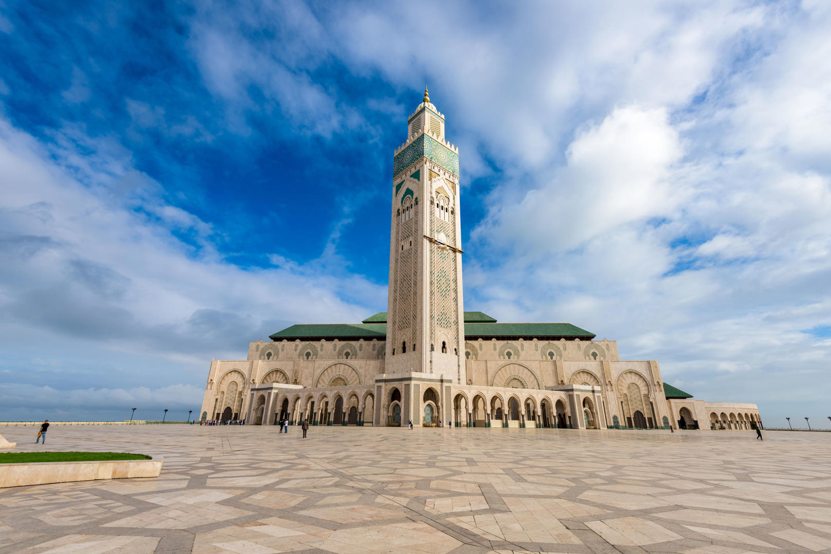 Menara Masjid Hassan II, Casablanca, Morocco (200 m)