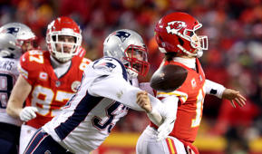 KANSAS CITY, MO - JANUARY 20: New England Patriots middle linebacker Kyle Van Noy (53) knocks the ball out of the hands of Kansas City Chiefs quarterback Patrick Mahomes (15) as Kansas City Chiefs tight end Travis Kelce (87) watches in the second quarter. The Kansas City Chiefs host the New England Patriots in an NFL AFC Championship game at Arrowhead Stadium in Kansas City, MO on Jan. 20, 2019. (Photo by Jim Davis/The Boston Globe via Getty Images)