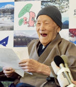 Masazo Nonaka of Japan, aged 112, smiles after being awarded the Guinness World Records' oldest male person living title in Ashoro, Hokkaido prefecture on April 10, 2018. Nonaka was born on July 25, 1905. / AFP PHOTO / JIJI PRESS / JIJI PRESS / Japan OUT        (Photo credit should read JIJI PRESS/AFP/Getty Images)