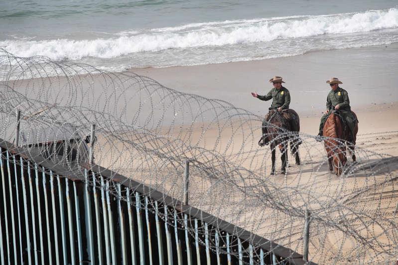 U.S. Congress Advances Border Security Bill Without Trump Border Wall BBTA6Qg