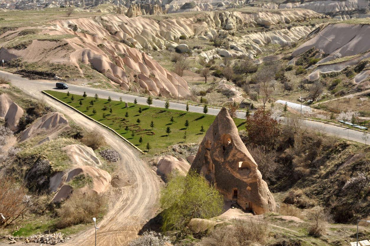 幻灯片 12 - 8: Fairy Chimneys at The Cappadocia, Göreme National Park, Turkey. Fairy chimneys are one of the examples of natural wonders in Turkey.