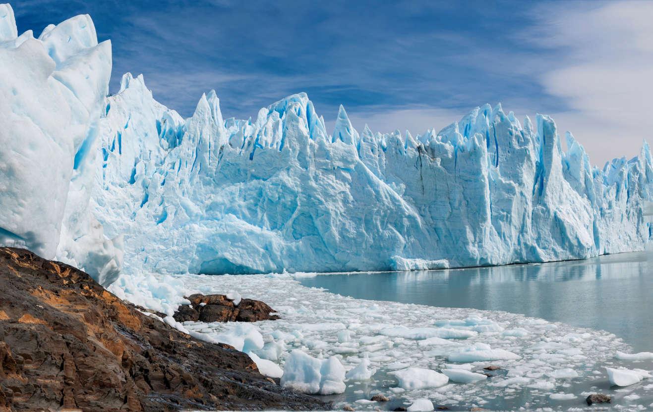 幻灯片 12 - 7: Upsala Glacier is large valley glacier in Argentinas Los Glaciares National Park.