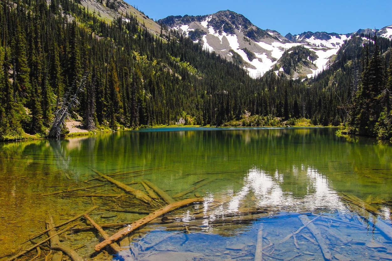 幻灯片 12 - 9: Beautiful Royal Lake surrounded by snow-capped mountain peaks.  Royal Basin, Olympic National Park, Washington.