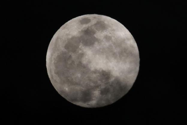 Slide 5 de 31: A View of Full moon show rise on the South Korea sky, in Sangju, South Korea on February 19, 2019. (Photo by Seung-il Ryu/NurPhoto via Getty Images)
