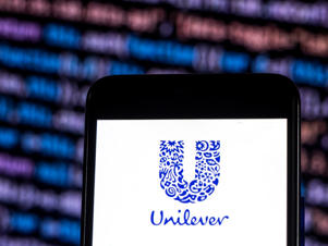 KIEV, UKRAINE - 2018/11/21: Unilever Company logo seen displayed on smart phone. (Photo by Igor Golovniov/SOPA Images/LightRocket via Getty Images)