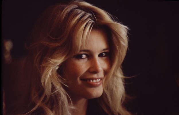 caeab07bd24ab4 Dia 2 van 43: UNITED STATES - circa 1995: Fashion model Claudia Schiffer.