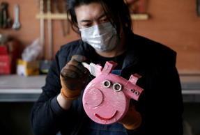 "Geng Shuai, dubbed ""Useless Edison"" by his fans, works on a sculpture depicting animated series character Peppa Pig, made of an air blower, at his workshop in Yangcun village of Baoding, Hebei province, China January 22, 2019. Picture taken January 22, 2019. REUTERS/Jason Lee"