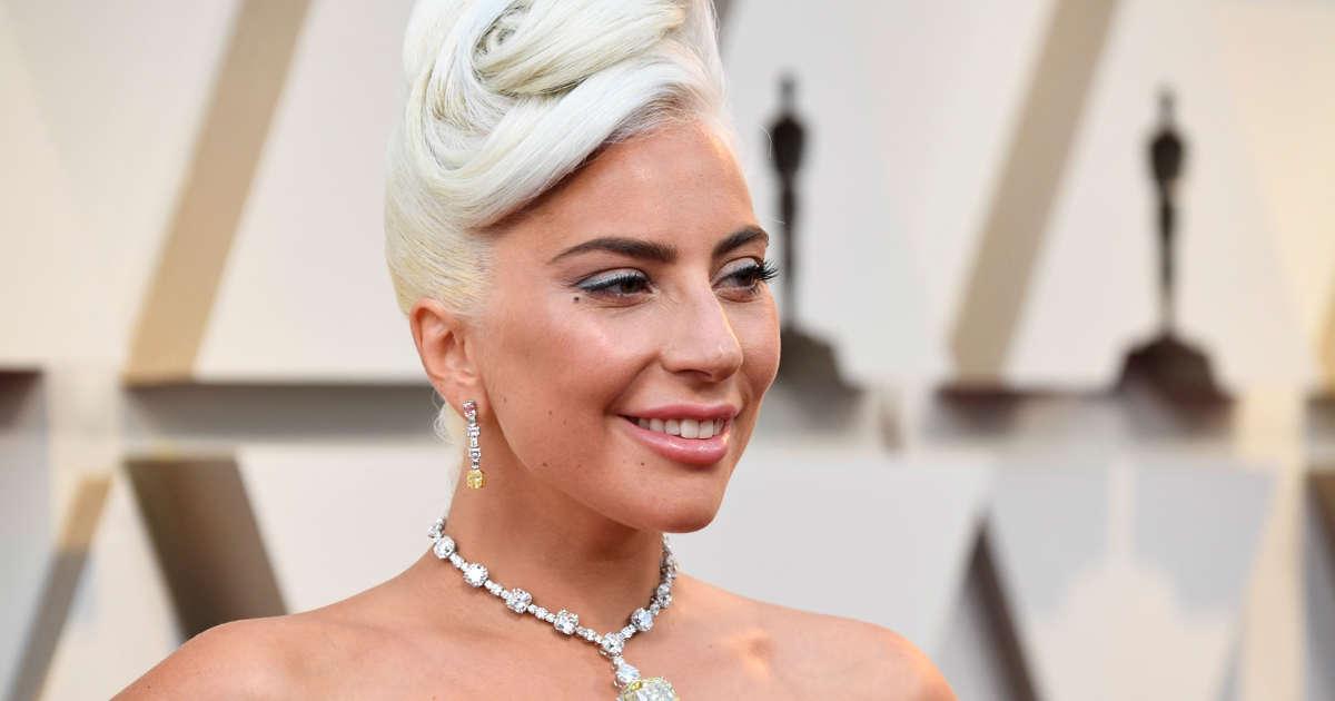 709648ddf Lady Gaga wears the $30 million Audrey Hepburn 'Tiffany Diamond' on the  Oscars red carpet