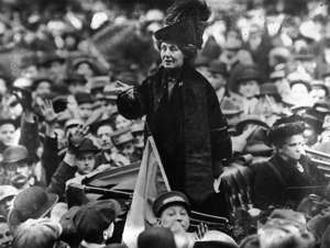 circa 1911:  British suffragette Emmeline Pankhurst (1858 - 1928), being jeered by a crowd in New York.  (Photo by Topical Press Agency/Getty Images)