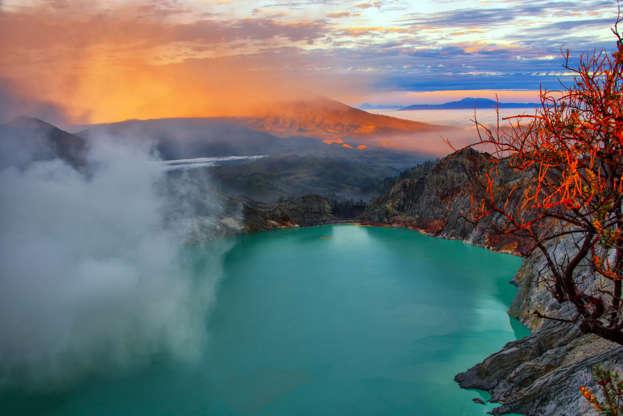 Διαφάνεια 13 από 22: Kawah Ijen Volcano in East Java, Indonesia
