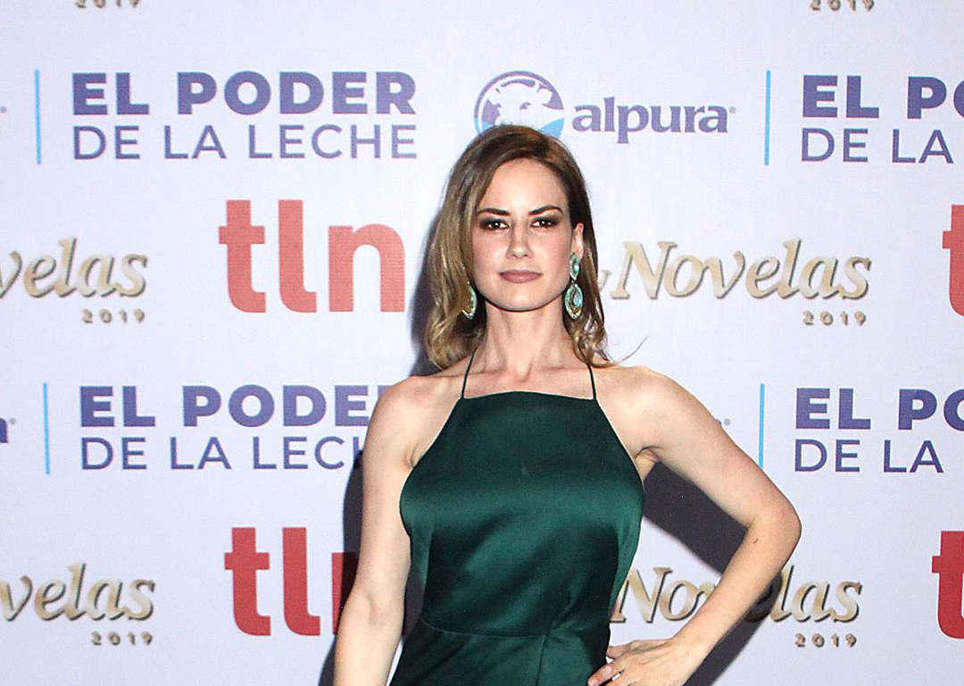 Altair Jarabo Revista H la alfombra de los premios tvynovelas