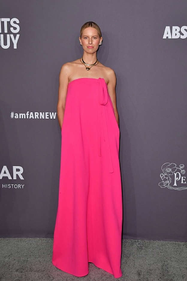 1e56a0d8dca Czech model Karolina Kurkova arrives to attend the amfAR Gala New York at  Cipriani Wall Street