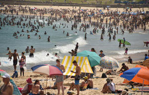 Sunbathers are seen on Bondi Beach as temperatures soar in Sydney on December 28, 2018. - Australia's vast continent is sizzling through extreme heatwave conditions this week, with temperature records falling and emergency services on high alert for bushfires. (Photo by PETER PARKS / AFP)        (Photo credit should read PETER PARKS/AFP/Getty Images)