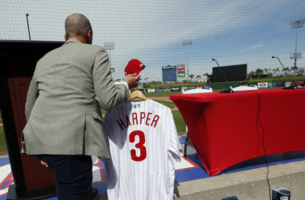 d5805f2e250 Harper s Phillies jersey sets 24-hour sales record across all sports