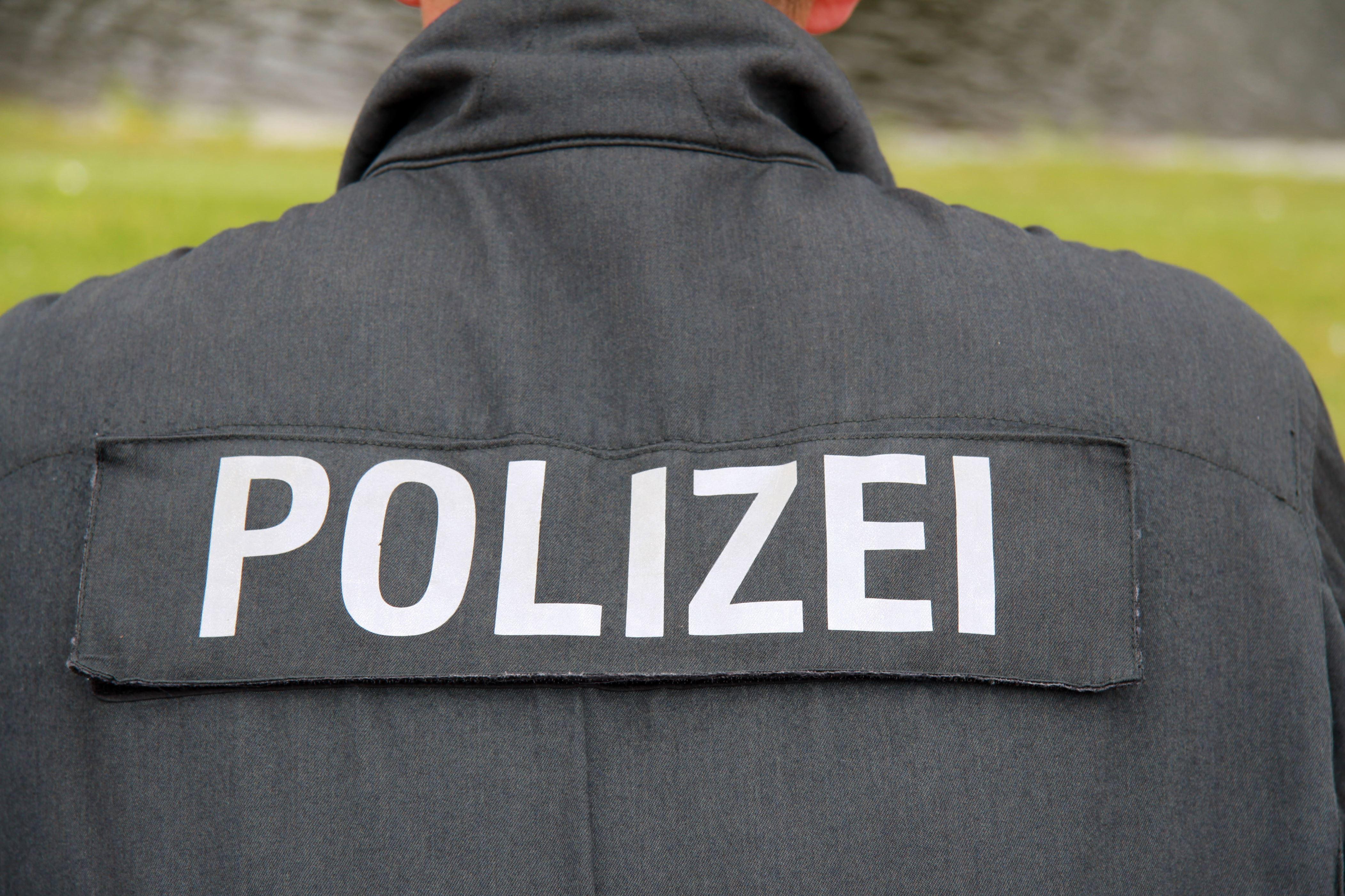 poliisit pidätettiin