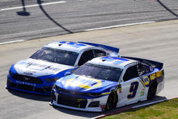 MARTINSVILLE, VA - MARCH 24:  Chase Elliott, driver of the #9 NAPA Auto Parts Chevrolet, races Brad Keselowski, driver of the #2 Reese/Draw Tite Ford, during the Monster Energy NASCAR Cup Series STP 500 at Martinsville Speedway on March 24, 2019 in Martinsville, Virginia.  (Photo by Jared C. Tilton/Getty Images)